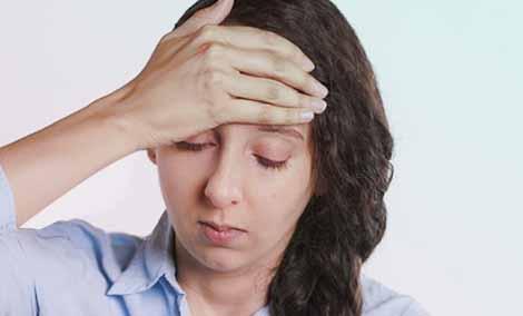 Почему болит голова во время простуды?