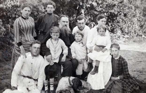 Лев Николаевич с семьёй